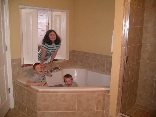 Kids in Whirlpool bath - Picture of Floridays Resort, Orlando ...
