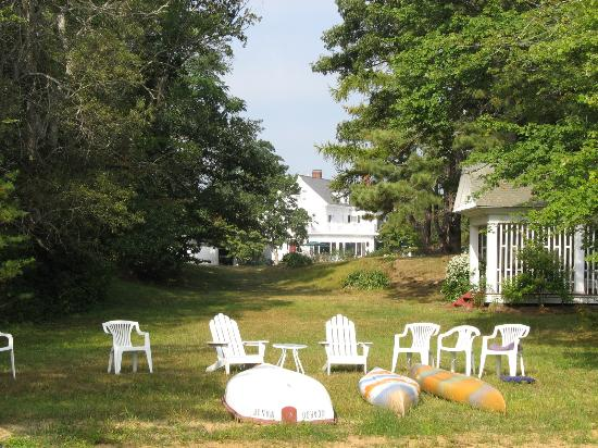 Scargo Manor Bed and Breakfast: A view from the dock on the lake