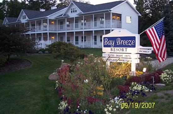 Bay Breeze Resort - exterior