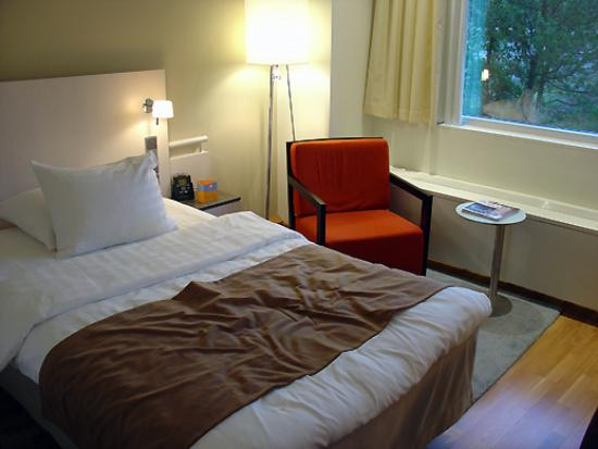 Hilton Helsinki Kalastajatorppa: Main bedroom space