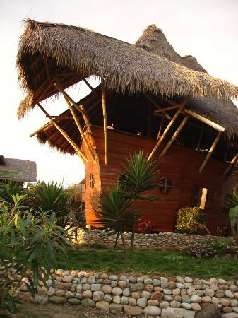 Las Tunas, Ecuador: LaBarquita de frente, un encanto