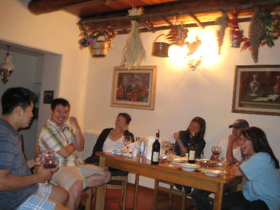Agriturismo Petrognano: Good wine... with good friends