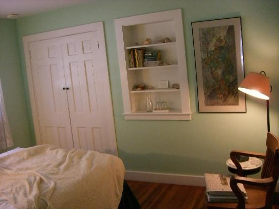 Woods Hole Passage Bed & Breakfast Inn: Fish Room