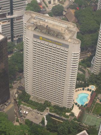 Shangri-La Hotel Kuala Lumpur: View of the Shangri La and pool from KL Tower