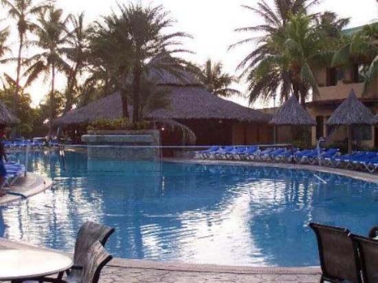 Pueblo Caribe Hotel: Hotel Pool (einer von drein)