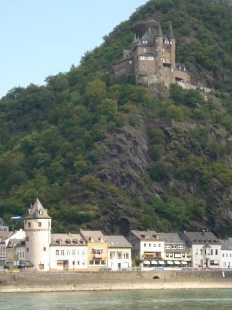 Hotel Predrag: View from room across Rhein to Burg Katz
