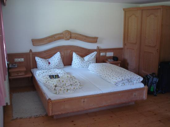 Gutshof zum Schluxen: Our room
