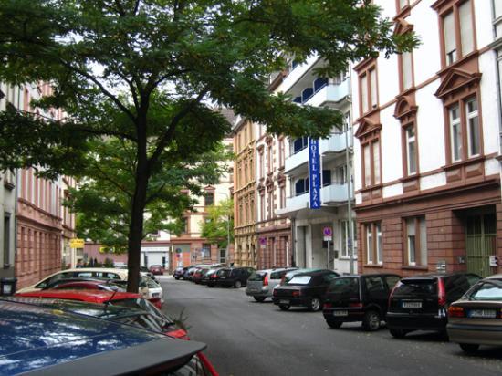 Favored Plaza Hotel Frankfurt