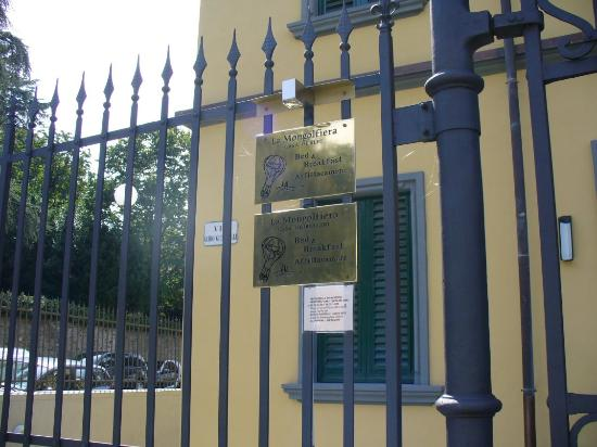 Residenze La Mongolfiera : The front gate - you're given a key upon check-in.