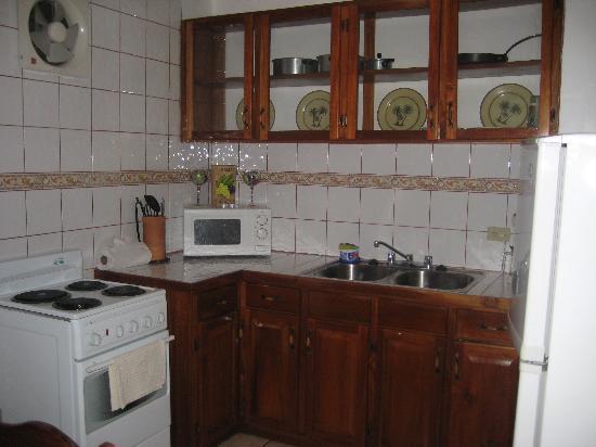 Hy Paradise Inn: The kitchen