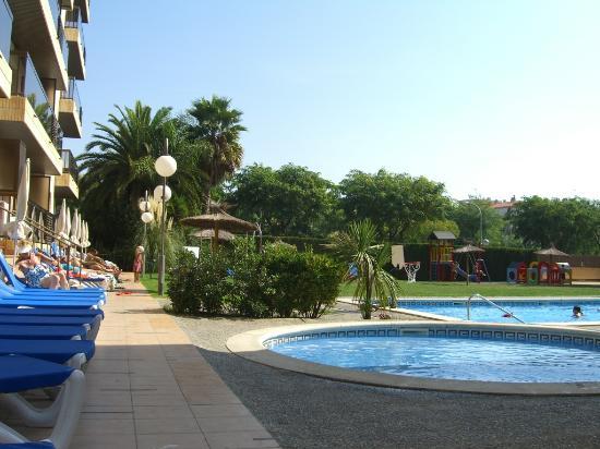 Aparthotel Olimar II: Pool and Garden II