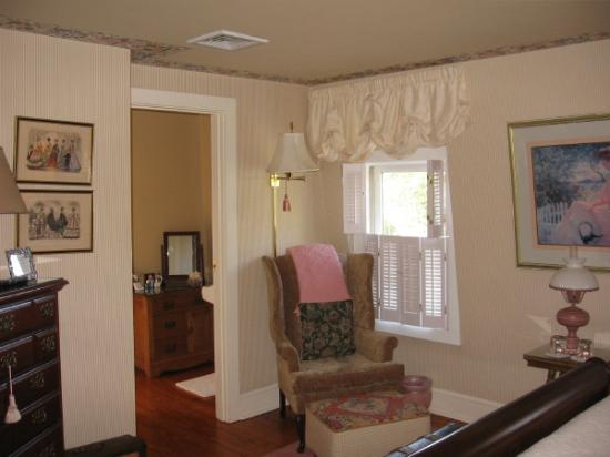 Victorian Ladies Inn Room