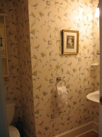 Victorian Ladies Inn: Beatrice Bathroom