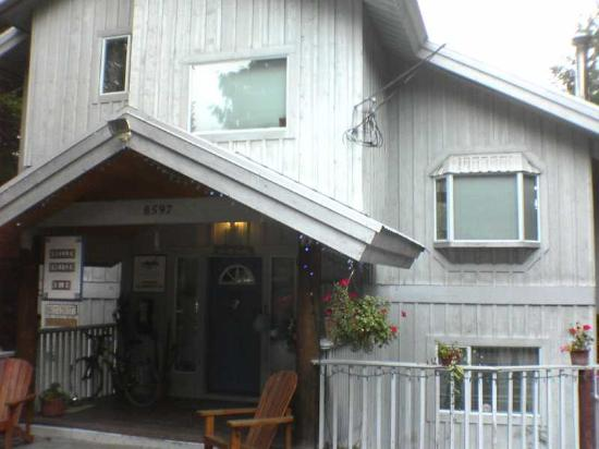 Belle Neige Suites: Whistler: Front view