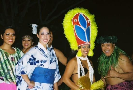 Waipouli Beach Resort: Some of the cast from the Luau at Smith's Tropical Paradise