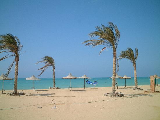 Ras Sudr, Egypt: The beach on a busy day
