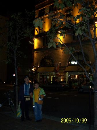 Kobe Tor Road Hotel Sanraku: The front of the hotel