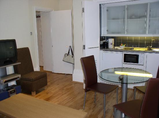 Fraser Suites Queens Gate: G03 Kitchenette area