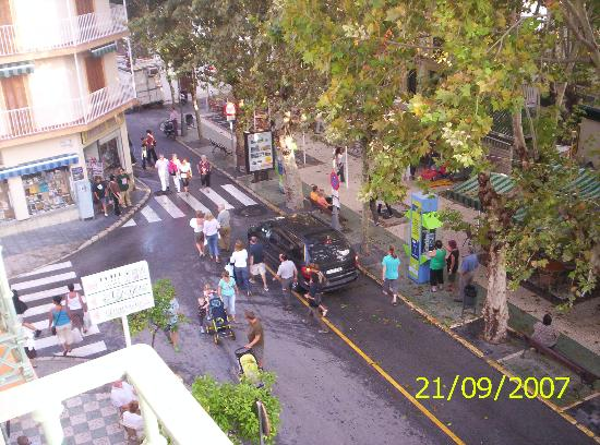 Hotel Plaza Cavana: Balcony view of square