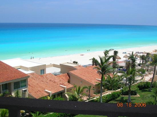 Solymar Cancun Beach Resort: view from higher up at Solymar