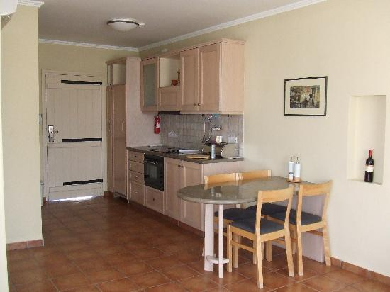 Aliathon Holiday Village: our aprtment kitchen