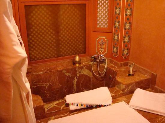 Riad Monika: salle de bain suite warda (a l etage)