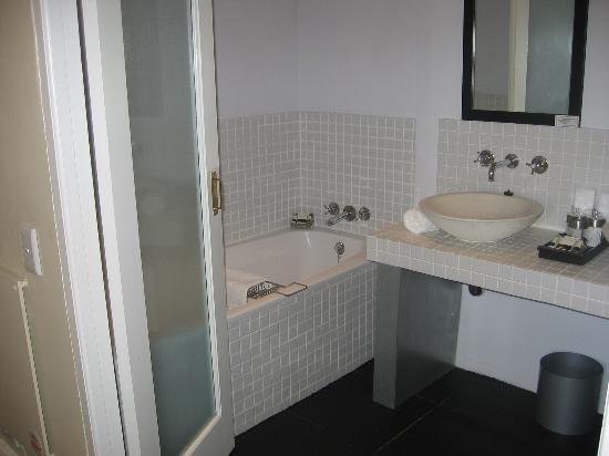 An African Villa: Cape Town - Bathroom