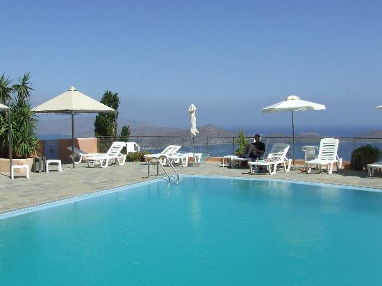 Adrakos Apartments: The pool with the lovely view