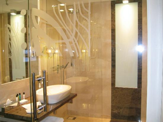 IBB Andersia Hotel: bathroom with heated tiles