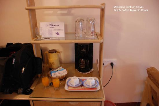 Hotel Goan Heritage: Welcome Drink and Tea and Coffee MAker in room