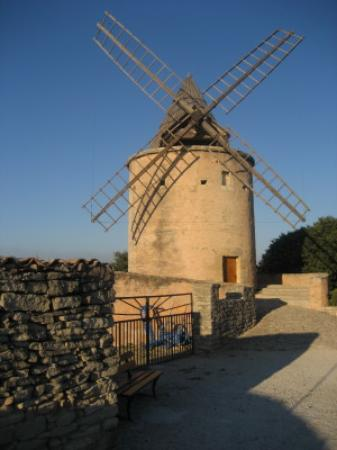 Les Restanques : Windmill at top of hill in Goult
