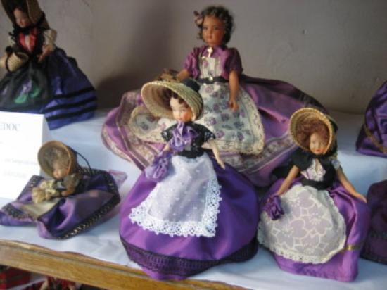 Les Restanques : Over 500 traditional dressed dolls from France