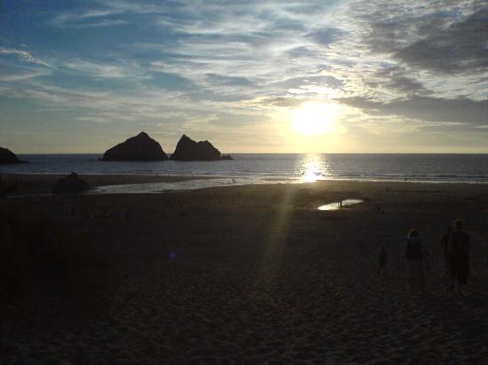 Parkdean - Holywell Bay Holiday Park: Holywell Bay Beach at sunset