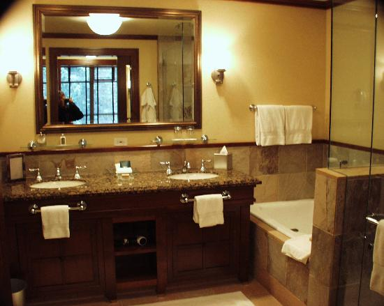 Four Seasons Resort and Residences Whistler: Main bath (we had 2)