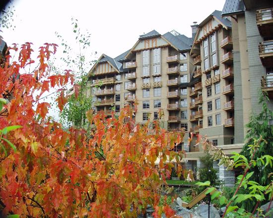 ‪‪Four Seasons Resort and Residences Whistler‬: Front view of 4 Seasons‬