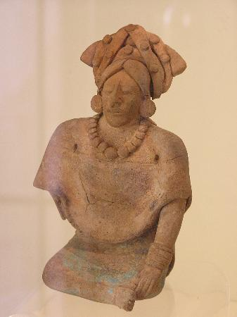 Fuerte-Museo San Miguel: burial figure