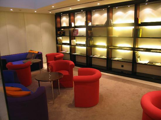 Maximilian Hotel: Reading Room