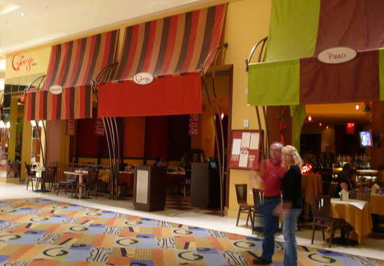 Giorgio Caffe & Ristorante at Mandalay Bay: from the outside it looks very inviting; and it is