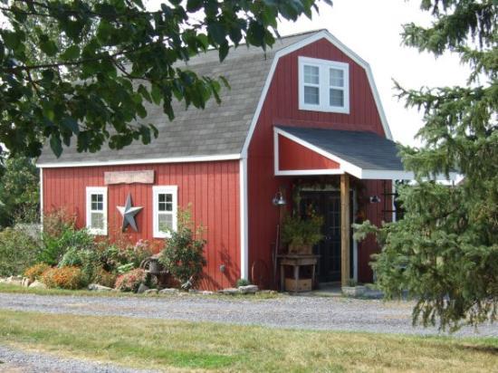 Piney Hill Bed & Breakfast: Little gift barn