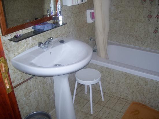 Hacienda Del Sol: Bathroom