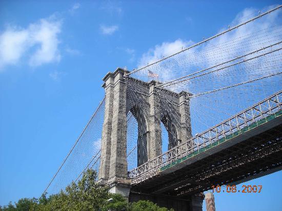 Hampton Inn Manhattan-Seaport-Financial District: Brooklyn Side of Bridge