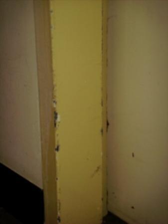 Maximilian Hotel: hallway door also grungy!