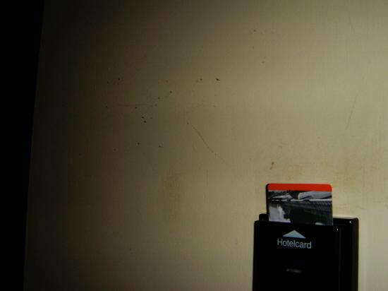 Maximilian Hotel: walls need fresh paint
