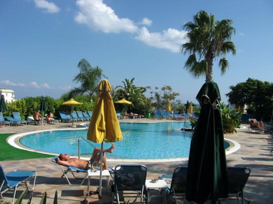 Lantiana Gardens Aparthotel: Pool view