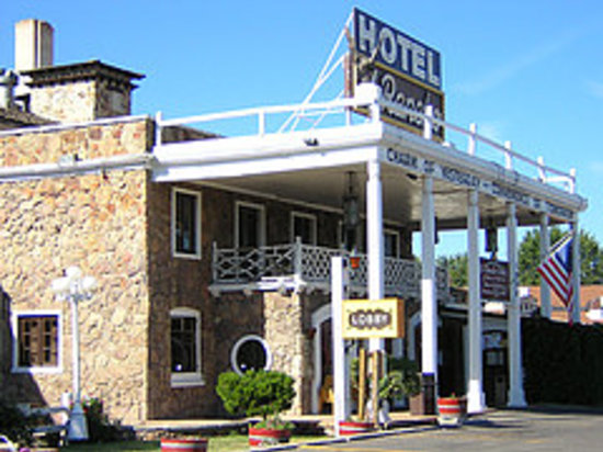 El Rancho Hotel & Motel : Exterior of El Rancho
