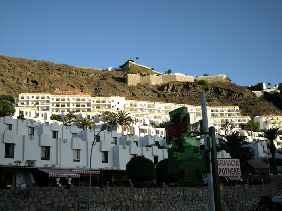 Puerto Feliz Aparthotel: View from commercial centre of hotel