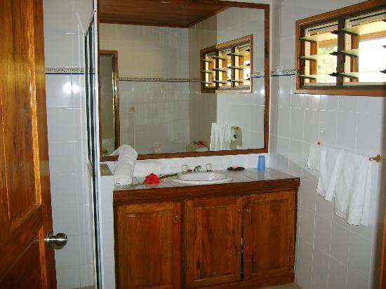 Mangoes Resort: Bathroom @ Mangoes