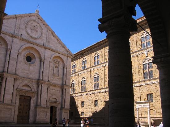 Arca di Pienza: Piazza Pio II
