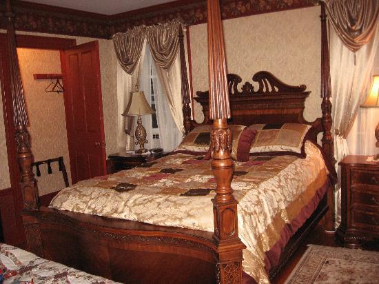 Applewood Manor Bed & Breakfast: Noahs Room