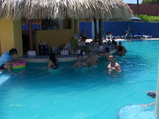 Hesperia Playa El Agua: En el bar de una de las mejores piscinas